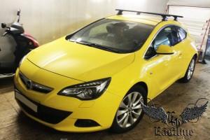 Opel Astra GTC – перетяжка потолка