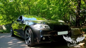 BMW 5 series - перетяжка потолка алькантарой черного цвета