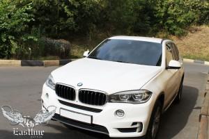 BMW X5 F15 – комплексная перетяжка потолка и панелей задней двери в итальянскую алькантару. Покраска потолочного пластика.