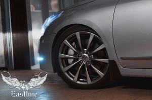 Nissan Teana – перетяжка потолка, стоек и солнцезащитных козырьков итальянской алькантарой синего цвета.