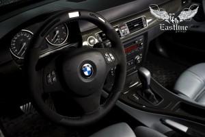 BMW 3-series E90 - перетяжка руля в натуральную кожу Nappa с вставками из итальянской алькантары. Комплексная перетяжка потолка.