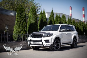 Toyota Land Cruiser 200 – пошив эксклюзивных ковров из немецкой экокожи