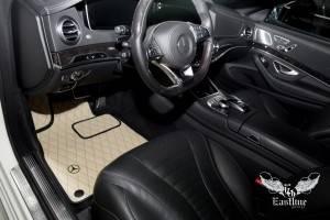 Классический комплект ковриков из экокожи для W222 и подушечки из алькантары для подголовников.