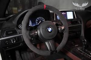 BMW 6(f13) - перетяжка руля в алькантару и перешив подушки в натуральную кожу.