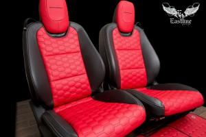 Chevrolet Camaro перетяжка сидений в экокожу с прострочкой сотами и пошив комплекта ковриков в едином стиле