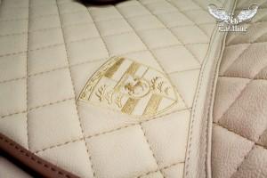 Porsche Cayenne пошив премиального комплекта автомобильных ковров «кожаный пол» из фактурной немецкой экокожи