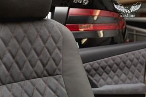 Toyota Camry комплексная перетяжка салона в фактурную экокожу и алькантару, пошив дверных карт