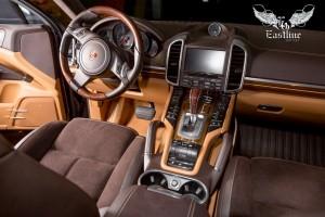 Porsche Cayenne пошив салона в шоколадную кожу и перфорированную алькантару, полная шумоизоляция салона