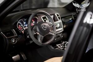 Mercedes-Benz ML 63 AMG W166 перетяжка рулевого колеса в натуральную кожу и алькантару