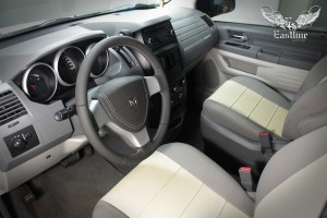 Dodge Grand Caravan V – перетяжка сидений, руля и ручки КПП. Изготовление накидок на спинки сидений.