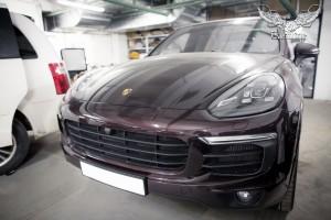 Porsche Cayenne перетяжка потолка в итальянскую алькантару и пошив бустера в алькантару с перфорацией