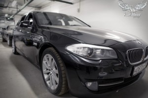 BMW 5 f10 шумоизоляция, антихром и полное обновление салона (перетяжка потолка в алькантару, аквапринт пластика и перетяжка сидений)